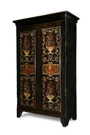 les armoires peintes d 39 uzes et dans le monde. Black Bedroom Furniture Sets. Home Design Ideas