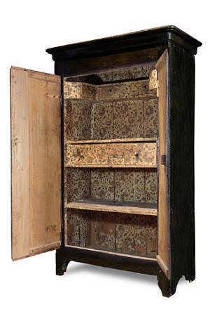 l 39 armoire d 39 uz s un meuble peint. Black Bedroom Furniture Sets. Home Design Ideas