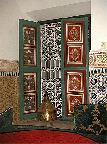 Bois peint marocain for Volet interieur ancien